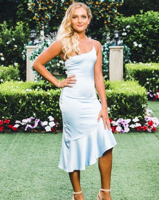 And Nichole's single spaghetti strap gown by Meshki could have gone down the disastrous Year 10 formal route, but the bombshell blonde pulled it off flawlessly - we love it!