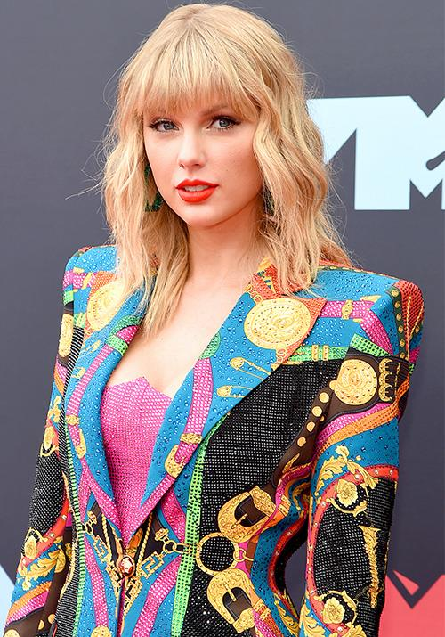 The pop Queen herself has arrived! Taylor Swift is just as colourful as her popular new album *Lover* as she hits the VMAs red carpet.