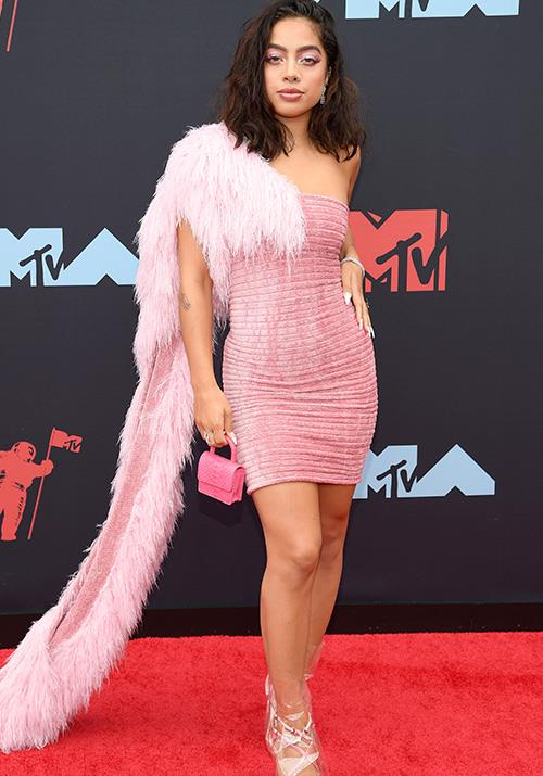 Go pink or go home seems to be the mantra of American singer Kiana Lede - right down to the tiny bag.