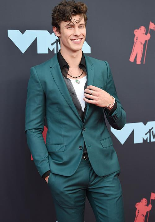 21-year-old singer Shawn Mendes looks dapper in teal. And he's really nailed that windswept look.