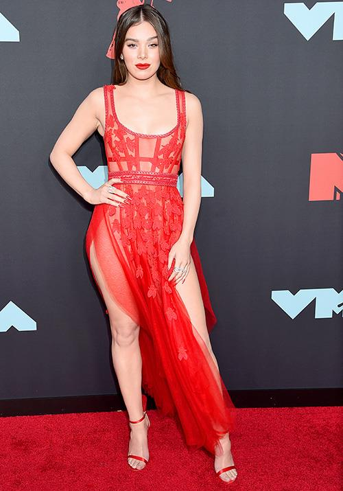 Hailee Steinfeld rocks a raven red lip to match her dress - the 22-year-old actress is nailing it.