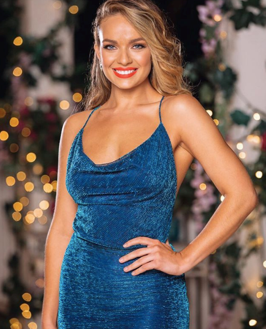 Whether you're team Abbie or not, the blonde siren looked *stunning* in this sea-blue frock.