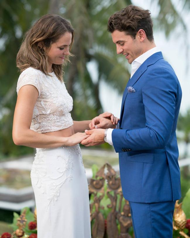 Matty J gives Laura Byrne a Larsen ring during the 2017 finale of *The Bachelor*.