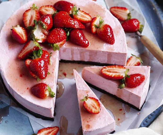 "[Vegan brownie and strawberry frozen cheesecake](https://www.womensweeklyfood.com.au/recipes/vegan-brownie-and-strawberry-frozen-cheesecake-13814|target=""_blank"") <br><br> Just try and stop at one slice! This sweet and creamy no-bake cheesecake contains no dairy or refined sugar, instead gaining its great taste from nuts, cocoa, fresh dates and strawberries."