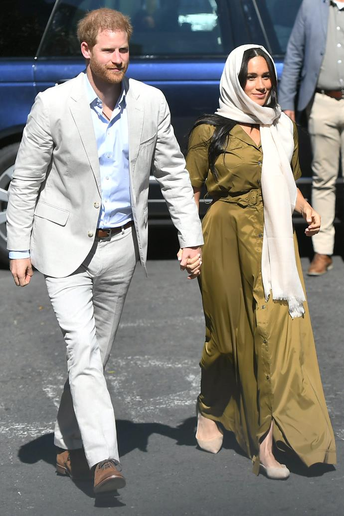 For her second outfit on the second day, Duchess Meghan donned an olive green dress and Sally Edelman flat shoes to visit the oldest mosque in South Africa.