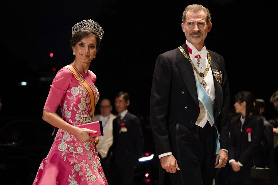 King Felipe and Queen Letizia of Spain arrive at the Court Banquet. *(Image: Getty)*