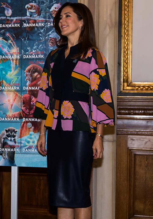 How gorgeous was this multi-coloured outfit on Crown Princess Mary?