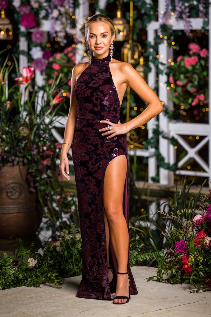"Angie's sequined halter-neck gown was oozing glamour in [episode 7](https://www.nowtolove.com.au/reality-tv/the-bachelorette-australia/the-bachelorette-jamie-symon-gogglebox-60052|target=""_blank"") - she's rocking that Angelina Jolie pose like no other!"
