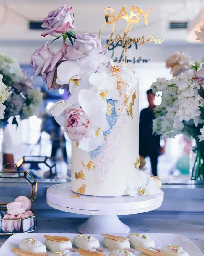 Laura Byrne's stunning cake was professionaly made but you can make a stunning cake by decorating a store bought one.