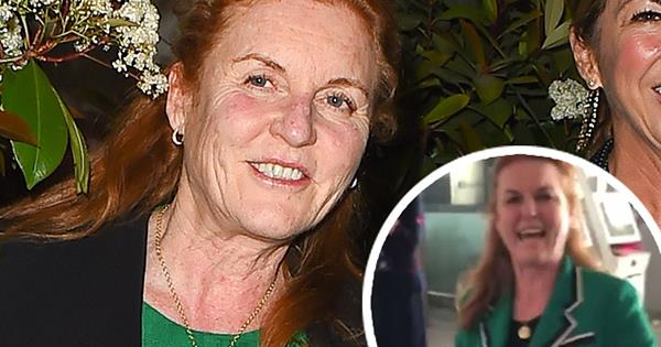 Sarah Ferguson speeds through airport on a scooter - video | Australian Women's Weekly