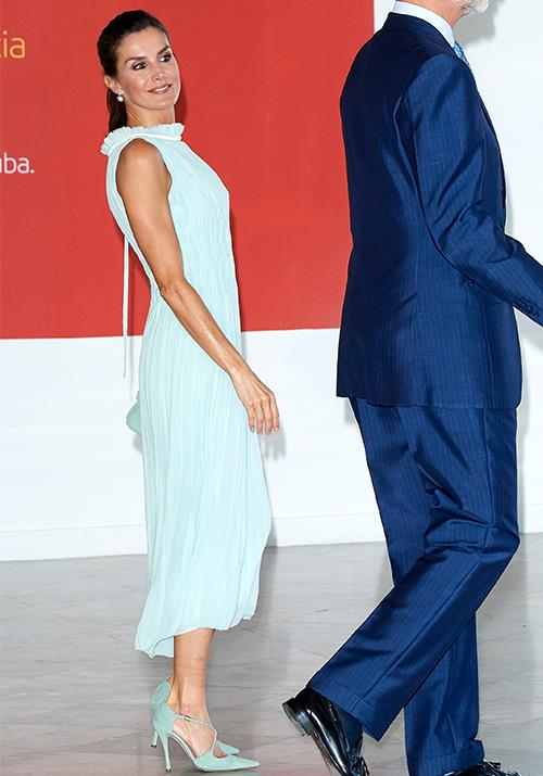 That same day, the striking brunette wore this heavenly dress in Tiffany blue. Obsessed is an understatement.
