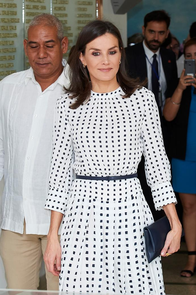 She accessorised with a thin blue belt and matching clutch. Heaven!