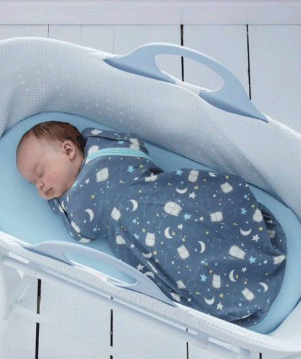 When using a sleeping bag, ensure that baby is dressed according to the room temperature.