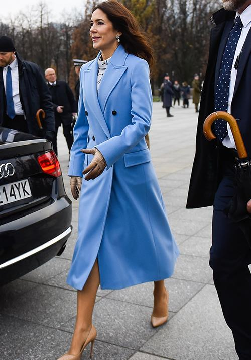 Mary was oozing chic in this heavenly blue coat.