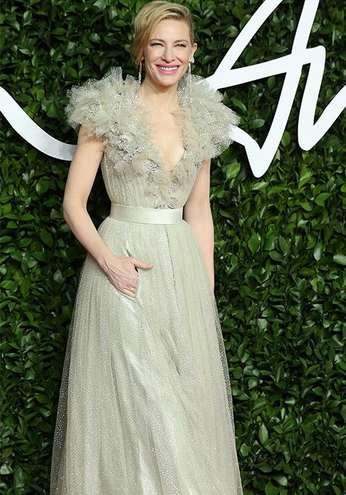 "Cate Blanchett's dress is undoubtedly one of the best of the night. [Aussie royalty](https://www.nowtolove.com.au/fashion/fashion-news/cate-blanchett-outfits-57653|target=""_blank"") right here!"