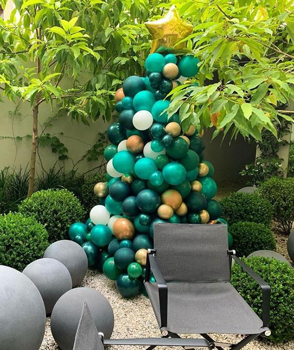 **Roxy Jacenko office** <br><br> Roxy was just as festive at her office, too, adding some Christmas spirit with this stunning balloon-based tree.