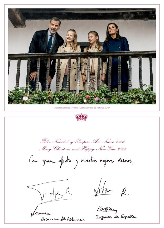 The Spanish royals signed the card with their signatures.