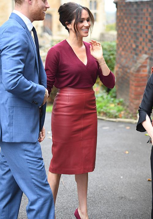 "In late October, Meghan attended a round table discussion on gender equality with The Queens Commonwealth Trust in Windsor. Her Hugo Boss red skirt and maroon V-neck knit made a statement in itself - but it was that [60s-esque beehive](https://www.nowtolove.com.au/beauty/hair/meghan-markle-beehive-60001|target=""_blank"") up-do that *really* stole the show!"