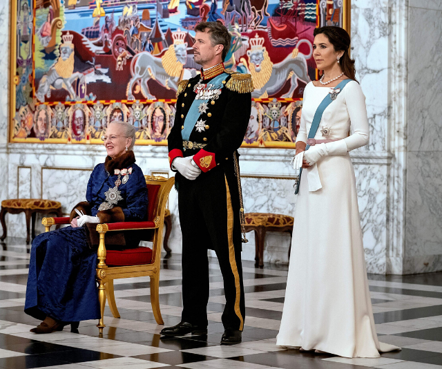 Crown Princess Mary was a vision in white at a diplomatic reception.