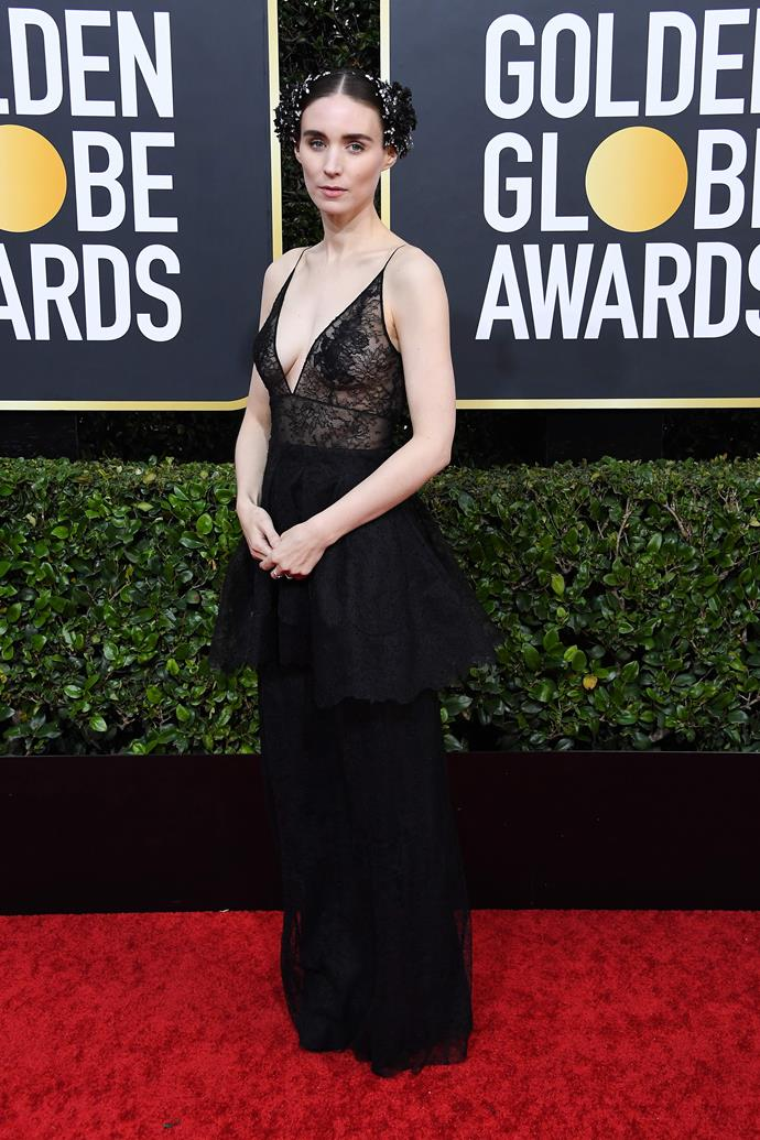 Rooney Mara is her usual dark & glamorous self for the evening's festivities.