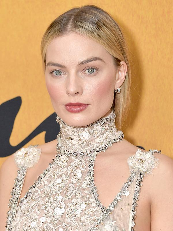 Margot and Emma have similar facial structures.
