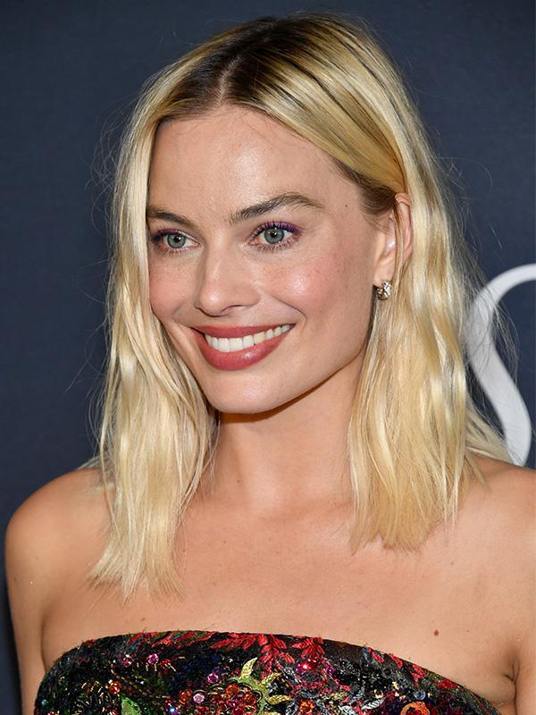 Do you think Emma looks like Margot?