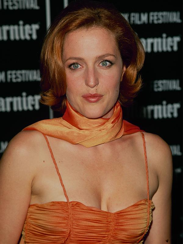 Gillian on the red carpet in 1995, sporting a look that was super popular at the time - the slip dress with matching scarf draped around the neck.