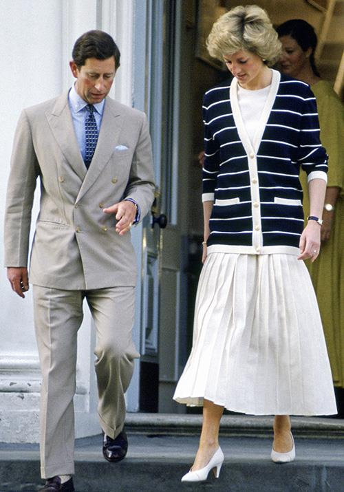 In 1989, Diana made the school drop off look runway-worthy in this stripy cardi and pleated midi skirt.