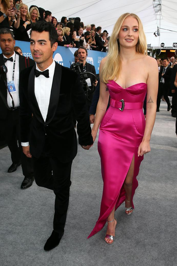 It couple Joe Jonas and Sophie Turner thrill crowds as they enter stage left.