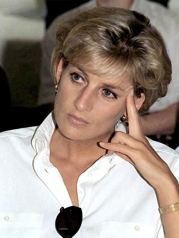It's a beauty look often channelled by Diana - simple skin, with subtle black eyeliner on the top lashes.