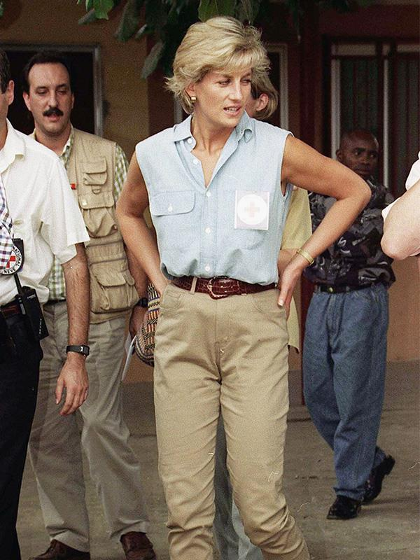 This time, she paired her beige pant with a sleeveless blue shirt.
