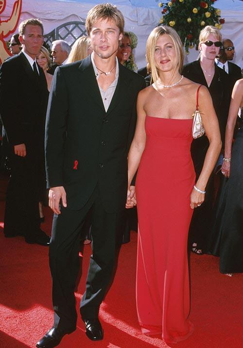 And let's not forget Jen's siren red dress for the Emmy Awards. We'll call it right now - 2000 was a *big* fashun mood.