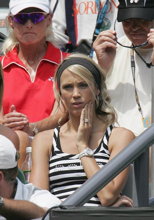 In 2007, Bec dished out some headband action as she tensely watched husband Lleyton pelt it.