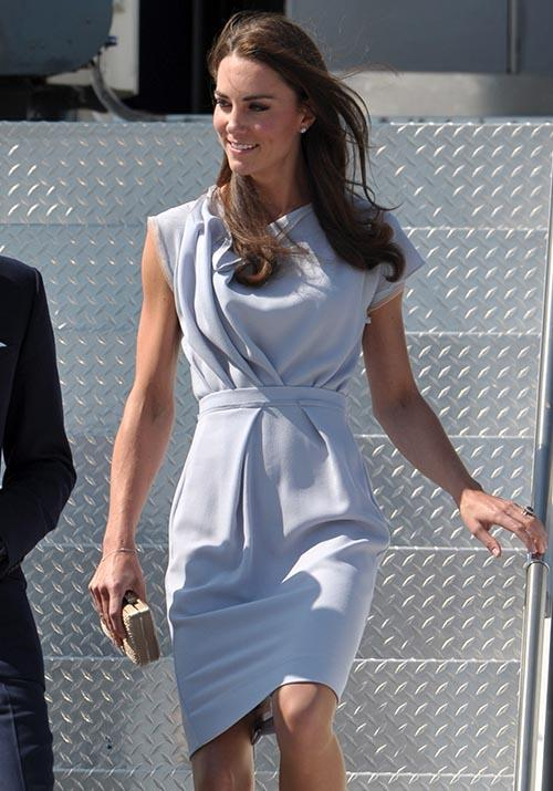 In July 2011, Kate wore this beautiful blue Roksanda dress as she touched down at LAX airport.