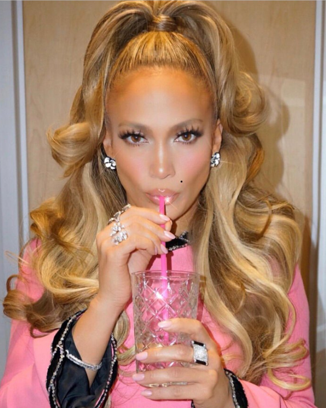 Did you know that J.Lo doesn't drink? No wonder she looks this good! Here she is drinking a very glamorous glass of .... water.