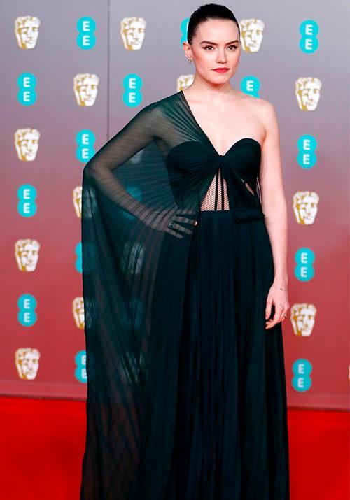 Daisy Ridley was utter heaven in this dark mossy Oscar de la Renta gown.