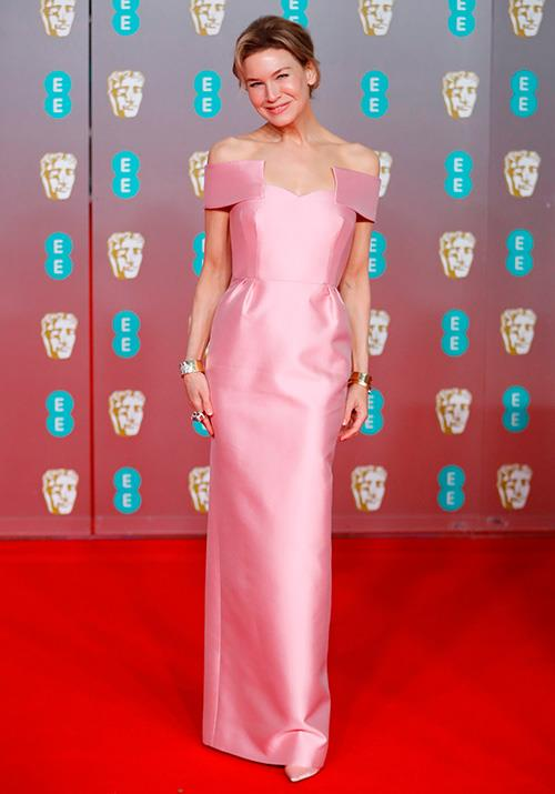 Best actress nominee Renee Zellweger was pink perfection in this Prada off-shoulder number.