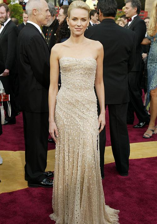 Of course, Nicole's not the only Aussie stunner to turn heads at the Oscars. In 2004, Naomi Watts literally glimmered in this heavenly Versace dress.