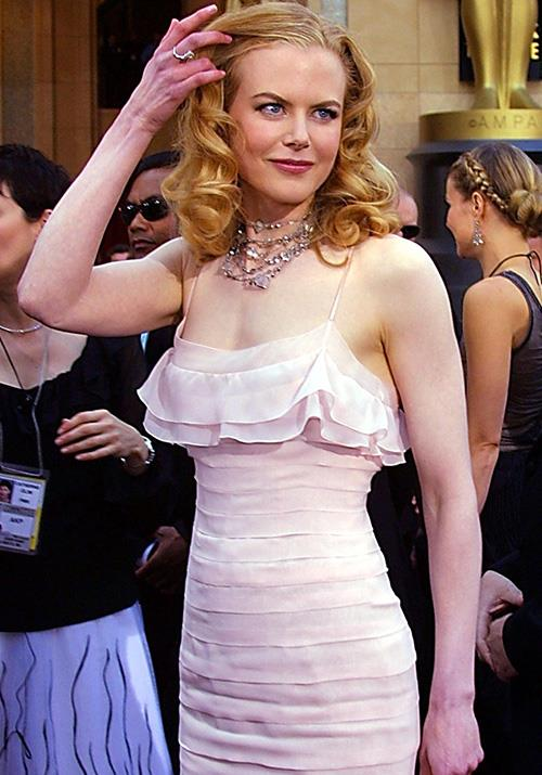 And she continued to provide the fashion goods. In 2002, Nicole's stunning pink tiered Chanel dress was a was timeless wonder.