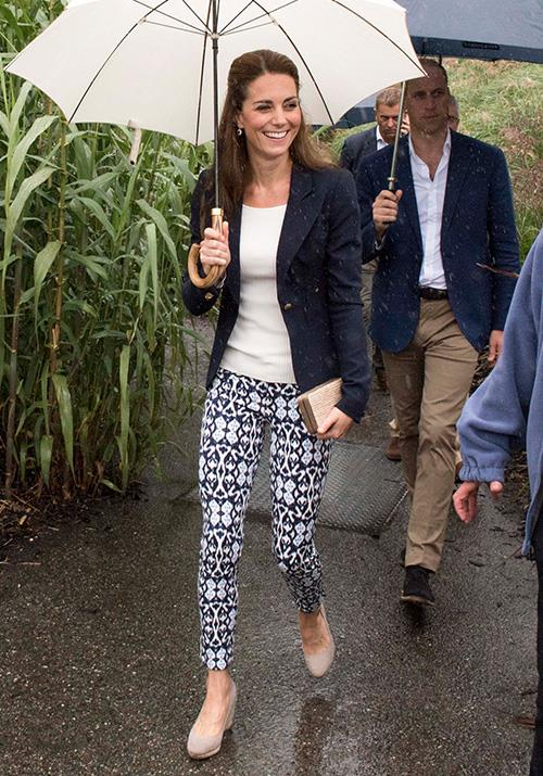 In one of our favourite cheap and chic royal looks, Kate wore these bright printed Gap pants for a rainy day appearance in Cornwall in 2016 - they're worth a mere AUD $44!