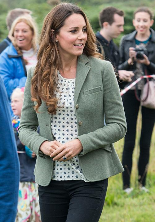"During a Ring of Fire ultra marathon race even that same year, the new mum opted for a [Zara blouse](https://www.nowtolove.com.au/royals/british-royal-family/kate-middleton-prince-william-royal-variety-60389|target=""_blank"") worth a cheeky AUD $87."