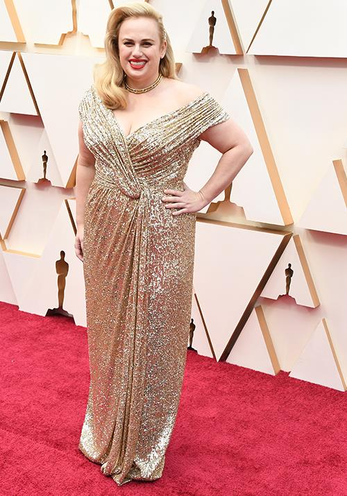 Rebel Wilson glimmers in gold - and her bright red lippy finishes the look to perfection.