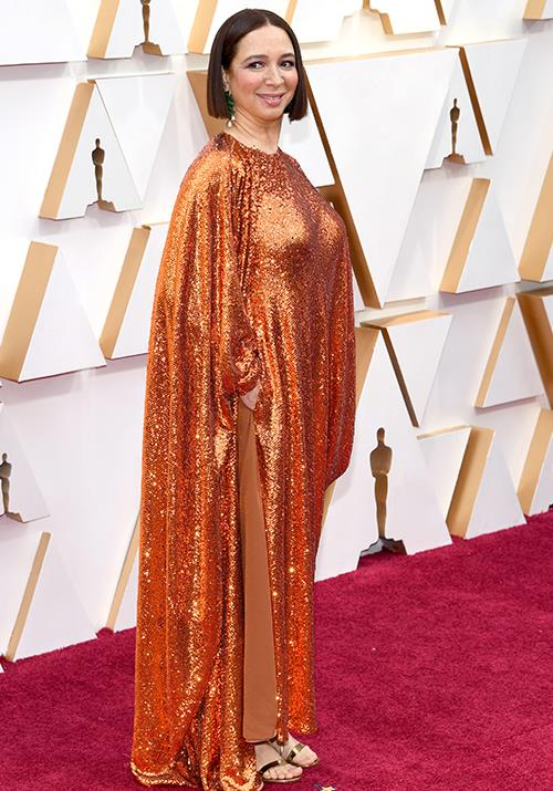Maya Rudolph glimmers in a unique orange sequined draped design. Talk about making a statement.