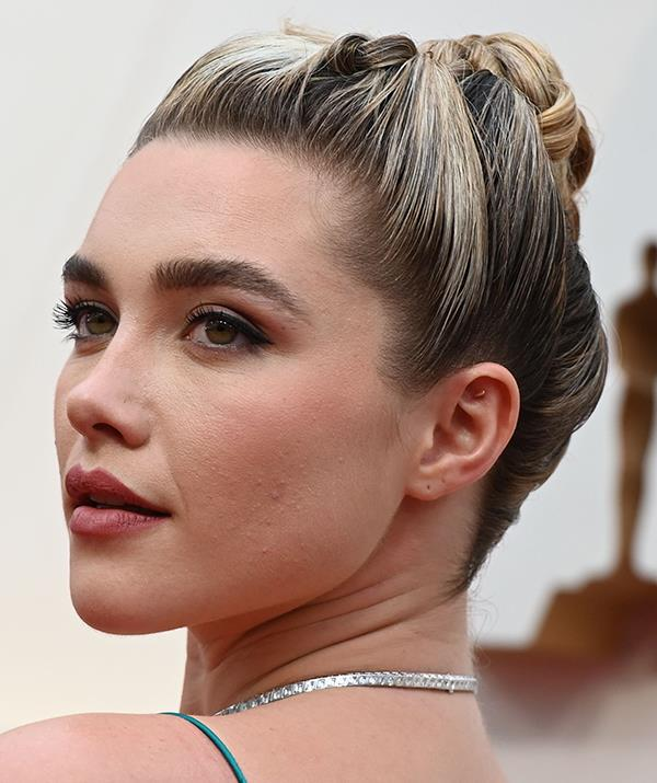 *Little Women* star Florence Pugh's look was simple, yet significant .