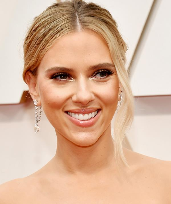 Best actress and best supporting actress nominee Scarlett Johansson opted for a fresh, glossy and glowy beauty look.