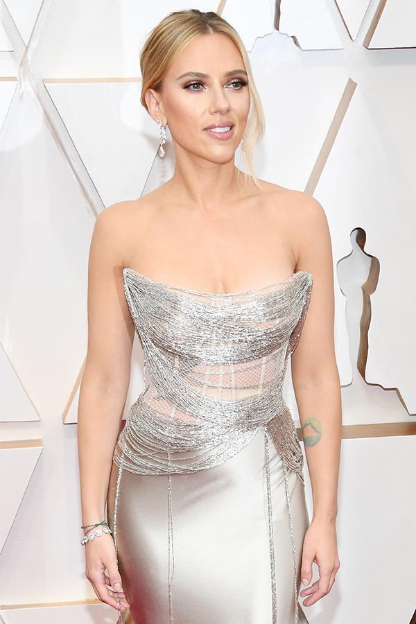 Scarlett also wore a $2.1 million pair of diamond earrings.