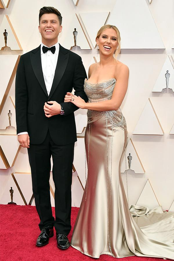 *SNL* head writer Colin Jost and Scarlett Johansson walk the red carpet at the 2020 Oscars.