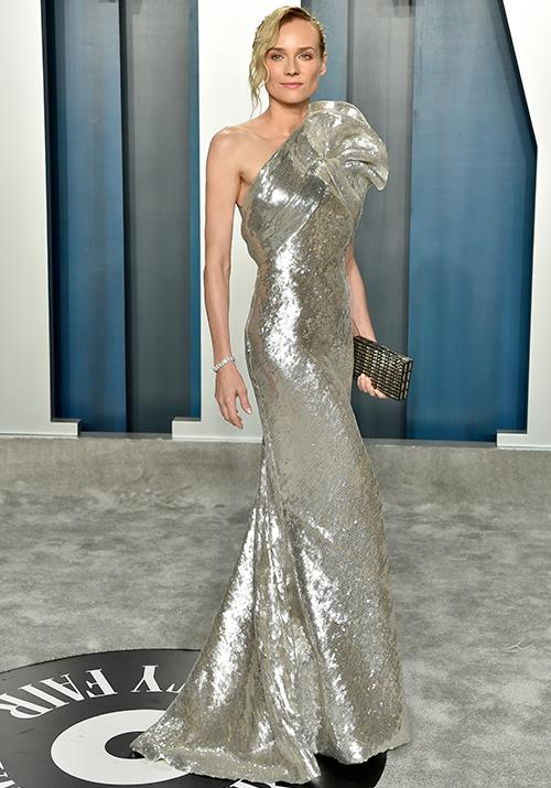 Diane Kruger looked like a real-life present in a shiny golden gown. Ever the glamour queen!
