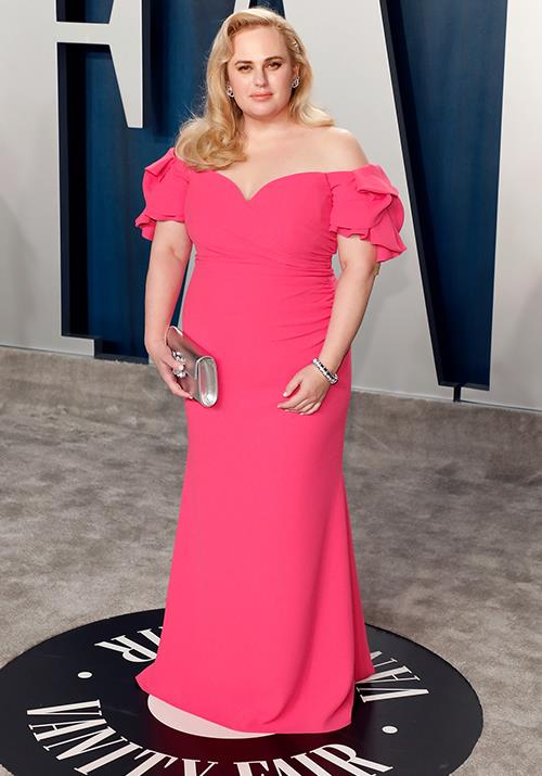 Aussie actress Rebel Wilson looked gorgeous in a bright pink off-shoulder number.