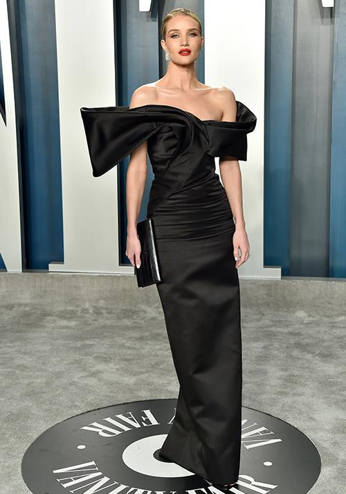 Supermodel Rosie Huntington-Whiteley epitomised Hollywood glamour in this off-shoulder gown.